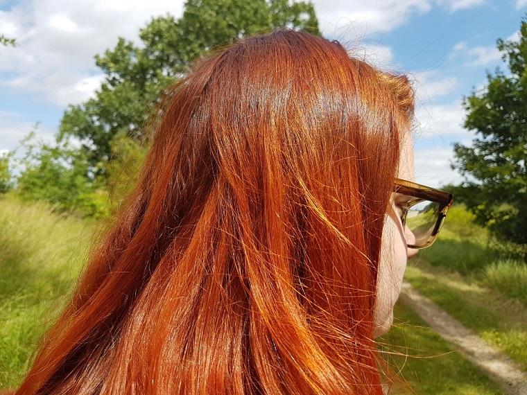 Haare mit Henna färben und pflegen