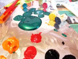 Spiel für Kinder mit Acrylfarbe