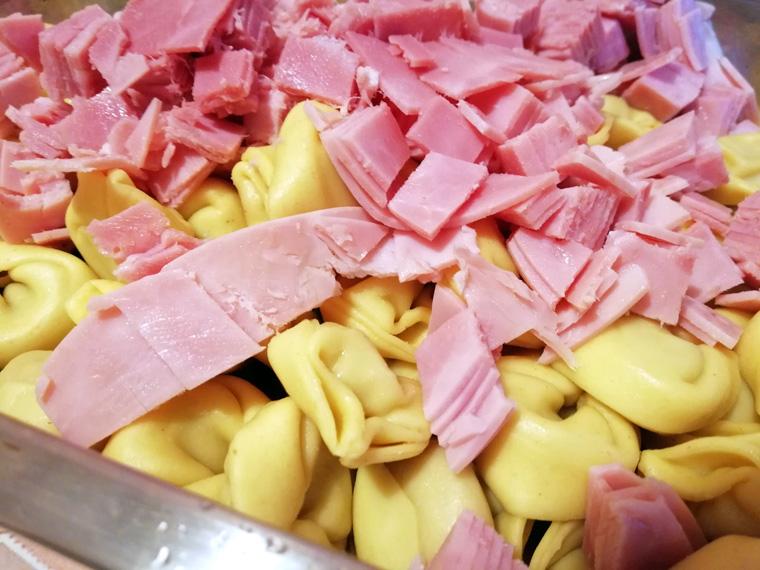 Kochschinken in Scheiben für Tortellini Auflauf alla Panna
