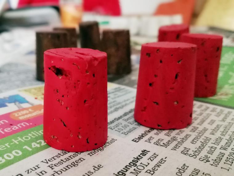 Spielfiguren selbst basteln aus Kork