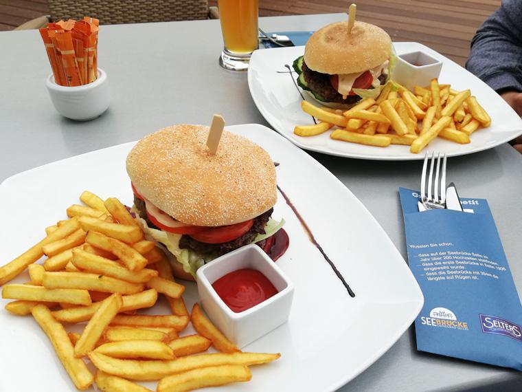 Burger an der Seebrücke im Ostseebad Sellin