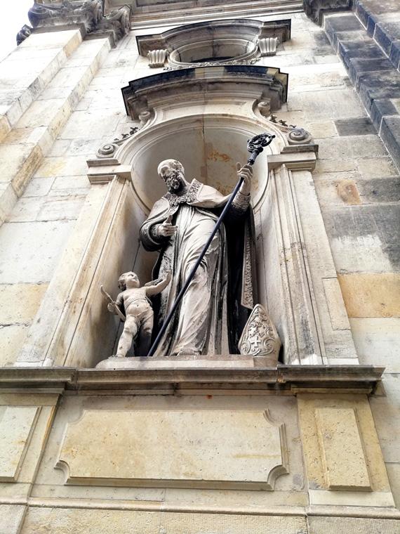 Figur in Dresden in der Nähe des Fürstenzugs