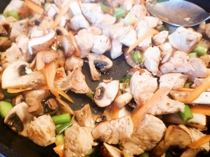Fettleber Diät Rezept mit Huhn, Gemüse und Nudeln